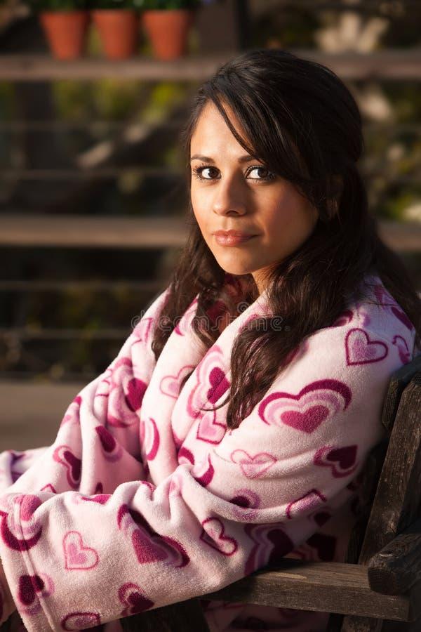 женщина bathrobe испанская милая стоковая фотография rf