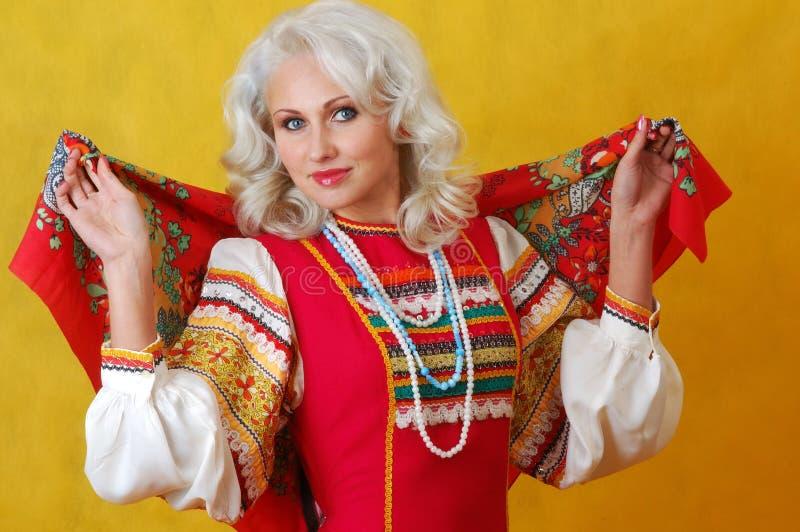 Женщина beautifull в фольклорном русском платье стоковая фотография rf