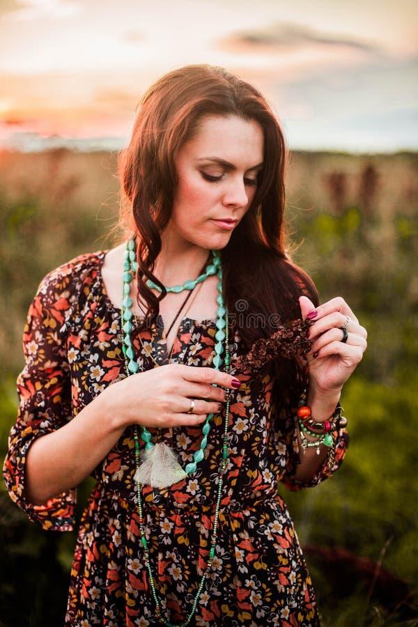 Женщина Boho в поле стоковое фото rf