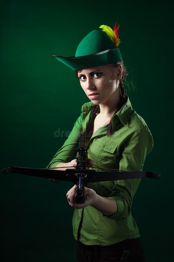 женщина crossbow серьезная стоковые фотографии rf