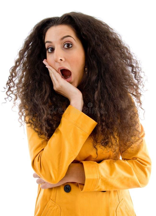 женщина expressi представляя сотряша детенышей стоковые изображения rf