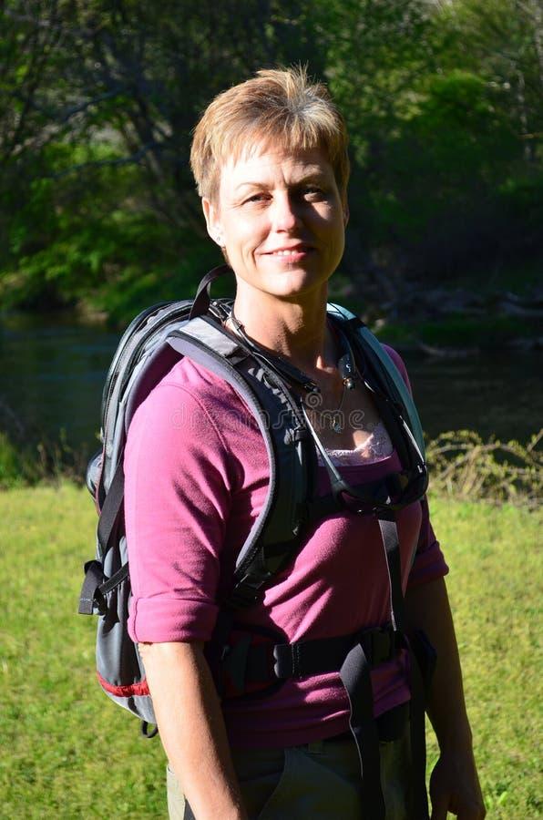 женщина hiker самомоднейшая стоковые фото