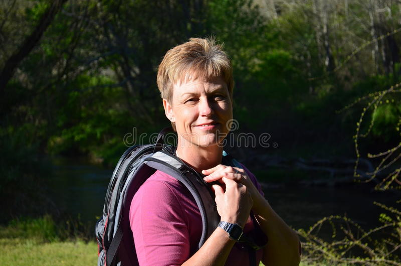 женщина hiker сь стоковая фотография