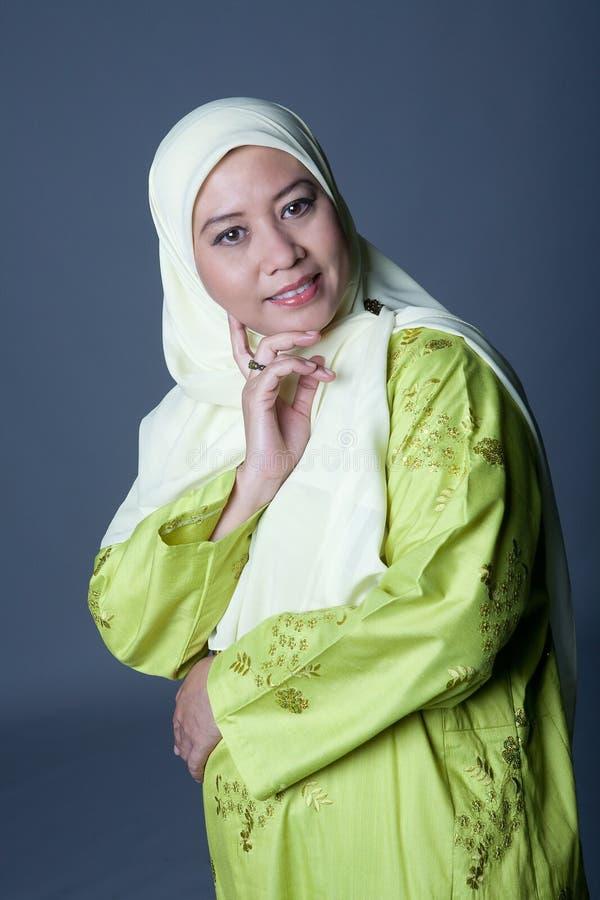 женщина malay одежды мусульманская традиционная стоковая фотография