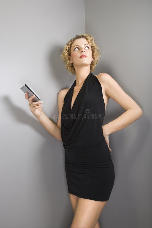 женщина pda удерживания стоковое фото rf