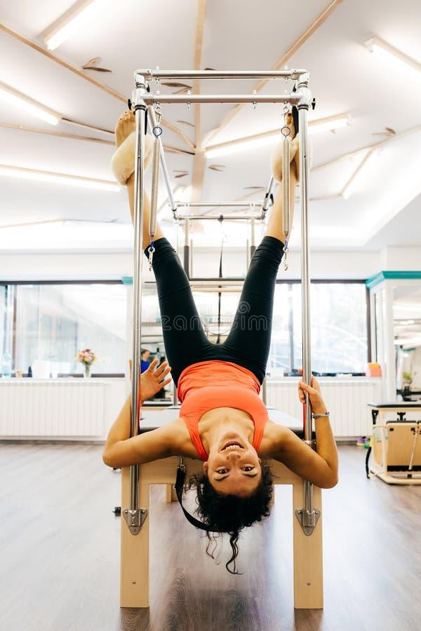 Женщина Pilates стоковые изображения rf
