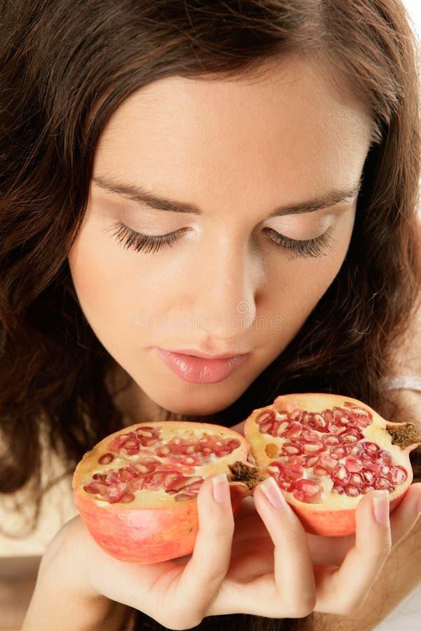 женщина pomegranate стоковые изображения rf