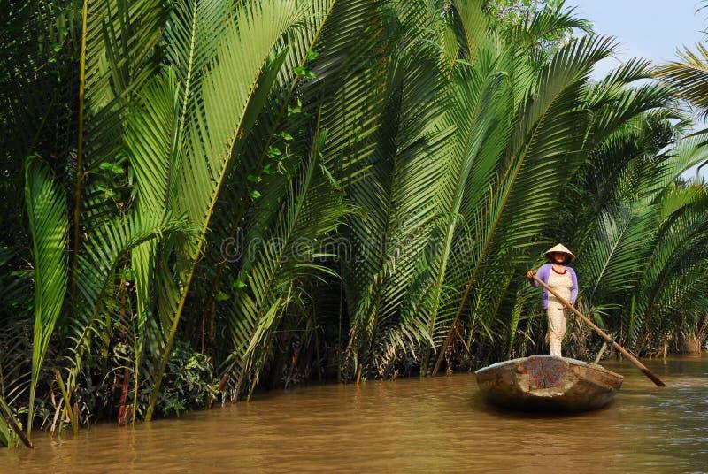 женщина rowing гондолы стоковая фотография