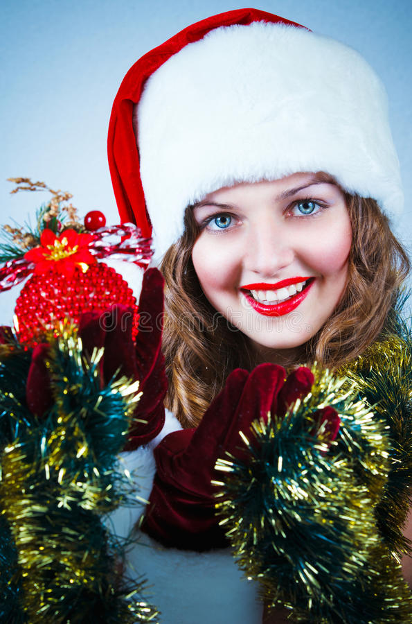 женщина santa шлема рождества шарика стоковая фотография rf