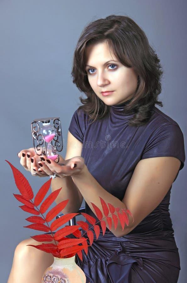 Женщина Thew с песк-стеклом. стоковая фотография rf