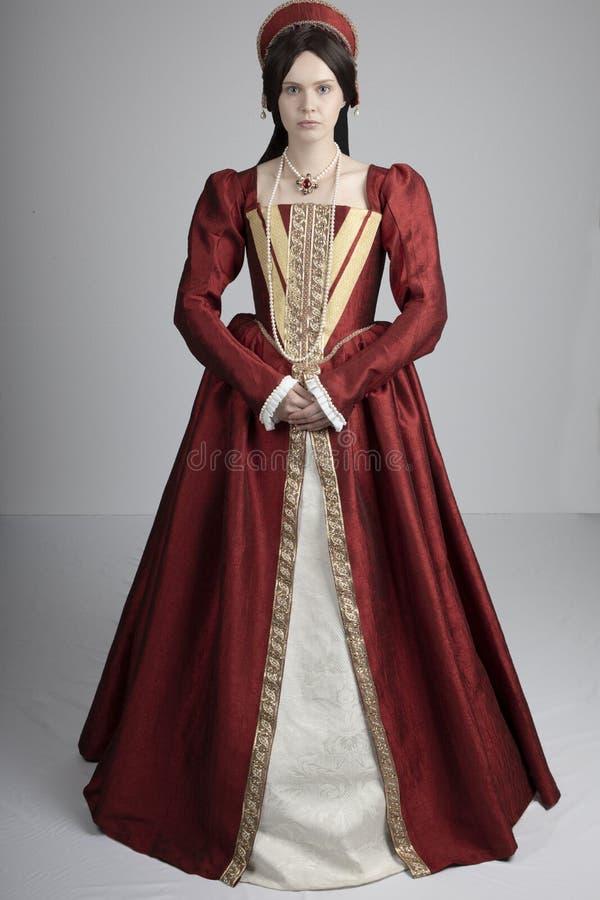 Женщина Tudor в красном платье стоковое фото rf