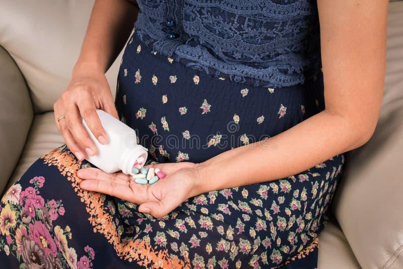 Женщины беременные стоковые фотографии rf