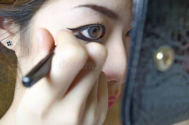женщины вкладыша глаза чертежа молодые стоковые фотографии rf
