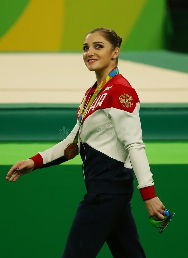 Женщины все-вокруг бронзового медалиста гимнастики на Рио 2016 Олимпийских Игр Aliya Mustafina России стоковые фото