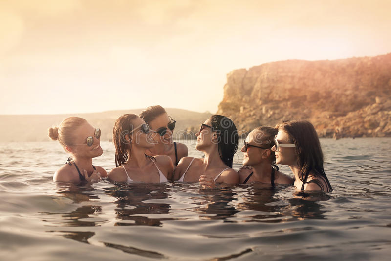 Женщины в море стоковые изображения rf