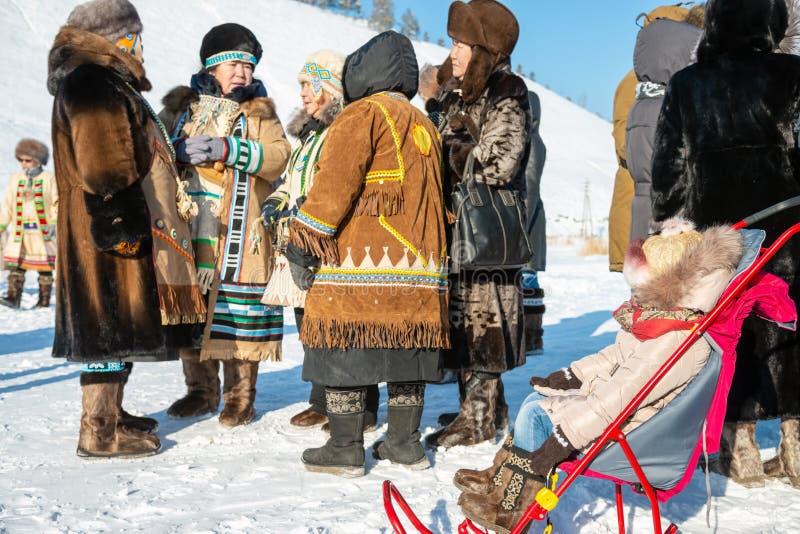 Женщины в традиционных северных одеждах стоковая фотография rf