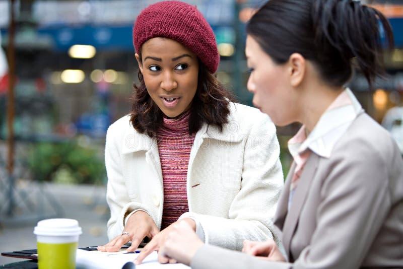женщины деловой встречи стоковые изображения rf