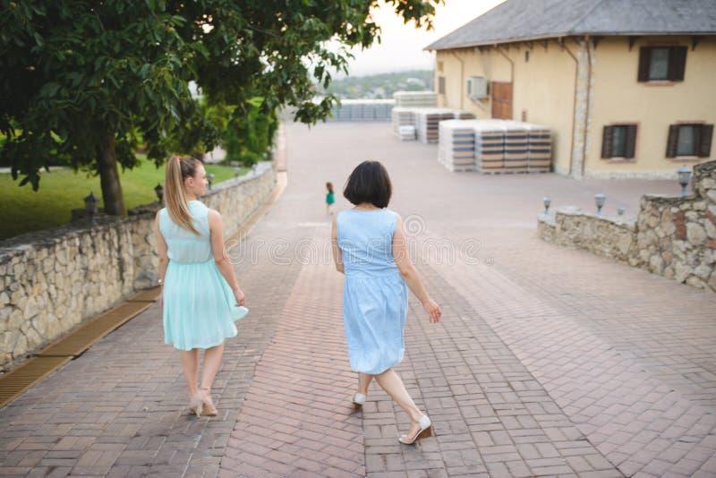Женщины и ребенок танцев стоковые фотографии rf