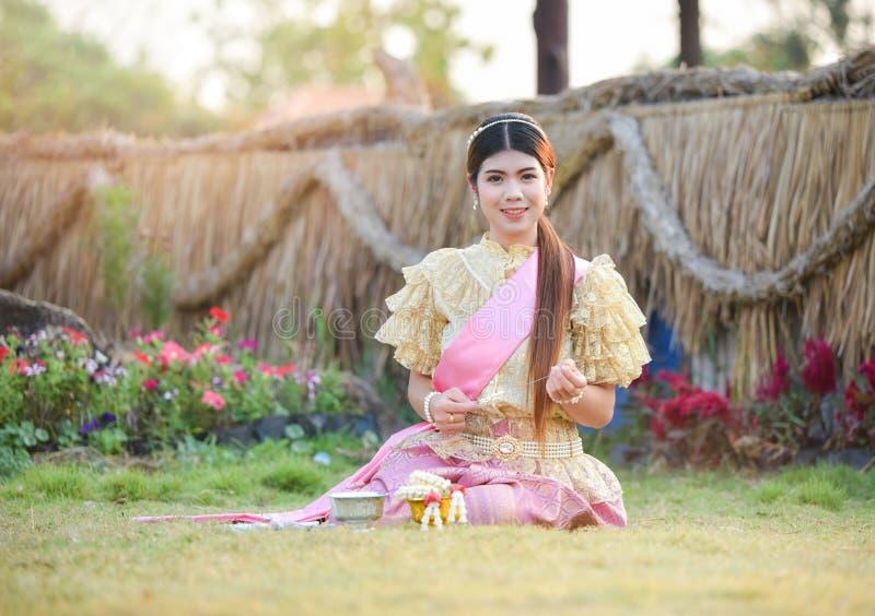 Женщины красивой улыбки тайские стоковые фото