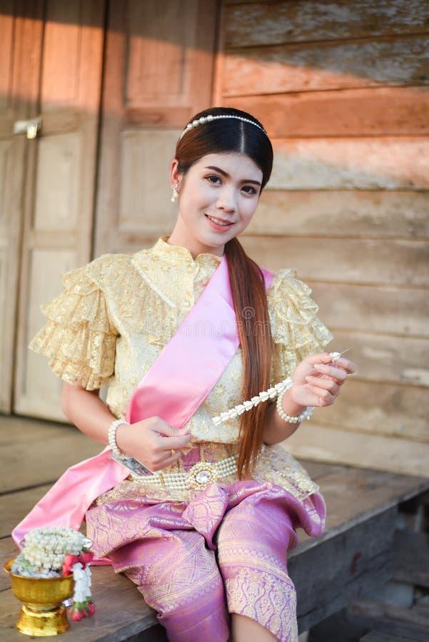 Женщины красивой улыбки тайские стоковые фотографии rf