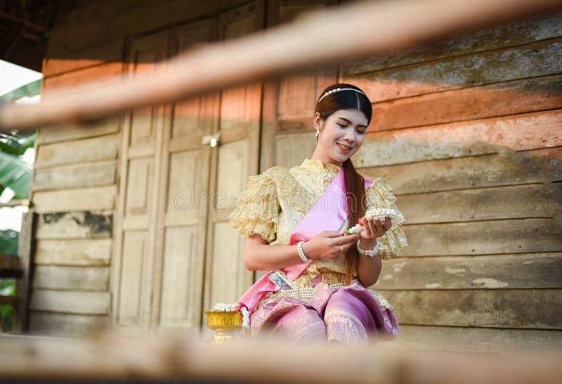 Женщины красивой улыбки тайские стоковые изображения