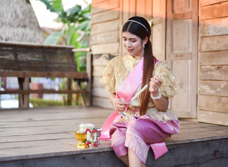 Женщины красивой улыбки тайские стоковое изображение rf