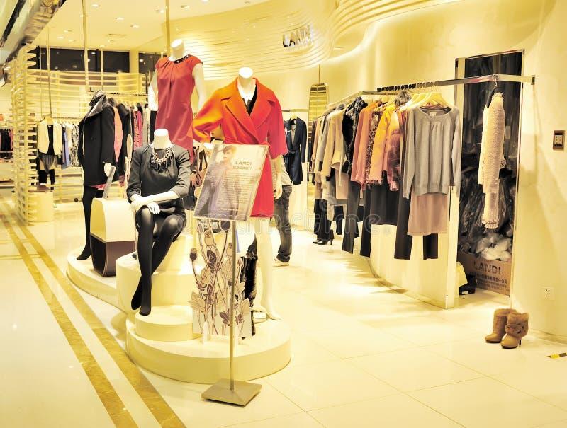 женщины магазина одежды стоковое фото rf