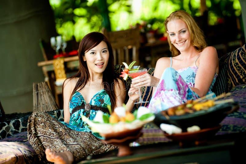 Женщины на каникуле стоковые фотографии rf