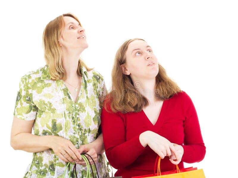 Женщины на путешествии покупок стоковые фотографии rf