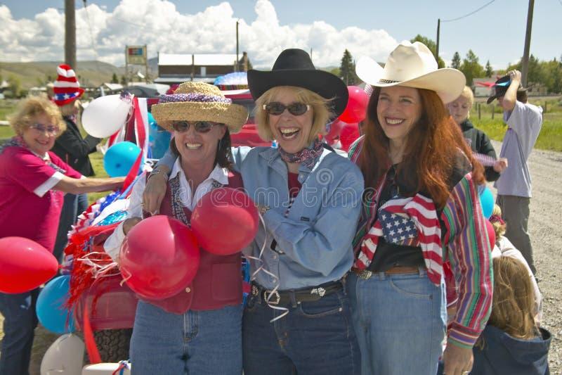 3 женщины одели для четверти от июля в Лиме Монтане стоковое фото rf