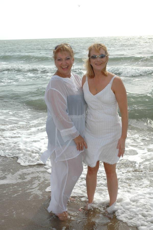 женщины пляжа 2 стоковое фото rf