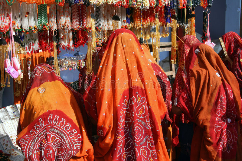 женщины покупкы рынка Индии стоковые изображения rf