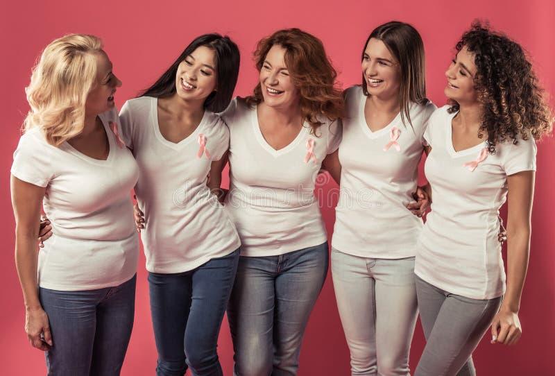 Женщины против рака молочной железы стоковые фото