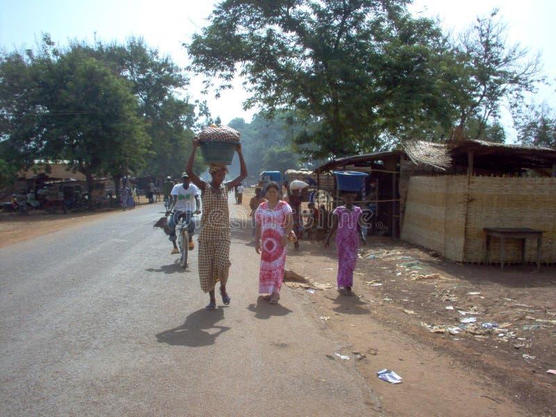 Женщины работая в Гвинее-Бисау стоковая фотография