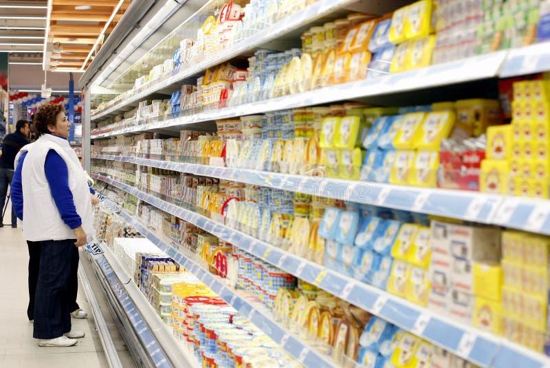 женщины супермаркета покупкы стоковая фотография