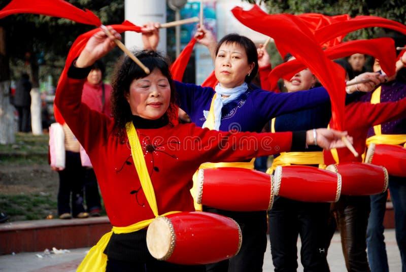 женщины шкафута pengzhou s барабанчика фарфора полосы стоковое изображение