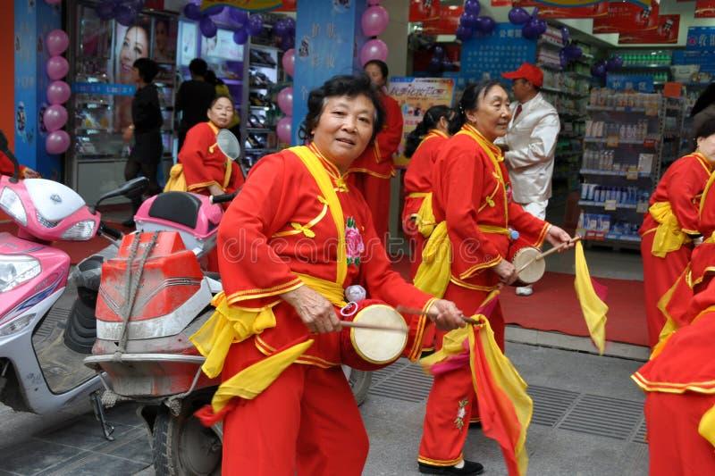 женщины шкафута pengzhou s барабанчика фарфора полосы стоковая фотография