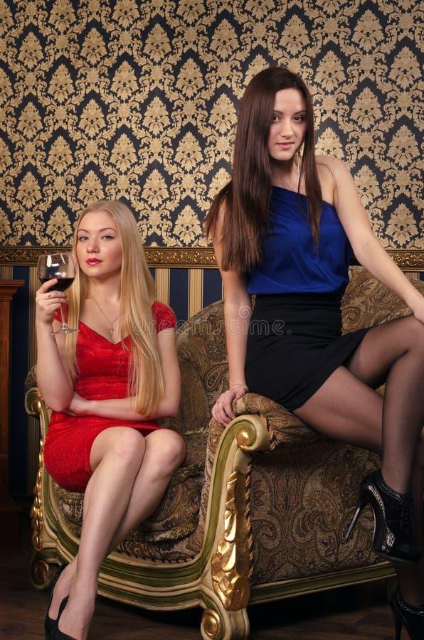 2 женщины стоковое фото