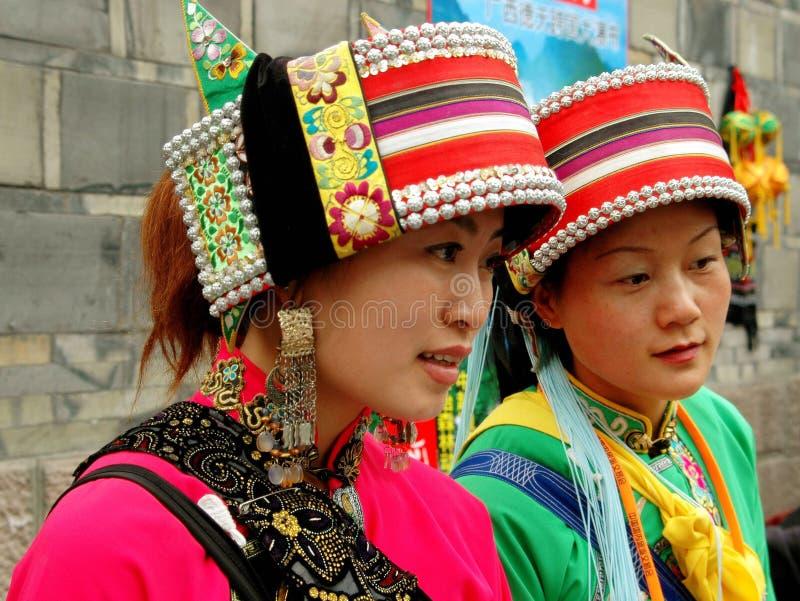 женщины yi фарфора chengdu китайские этнические стоковые изображения rf