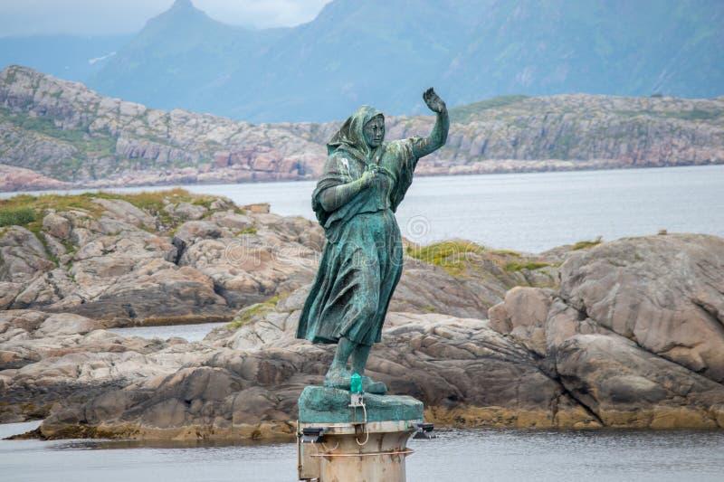 ` Жены ` s рыболова ` статуи в Норвегии стоковые фото