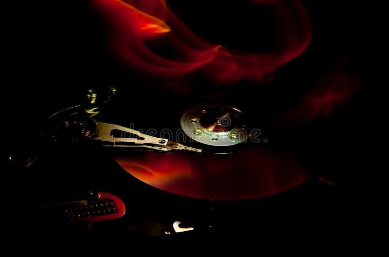 Жесткий диск компьютера на огне стоковая фотография rf
