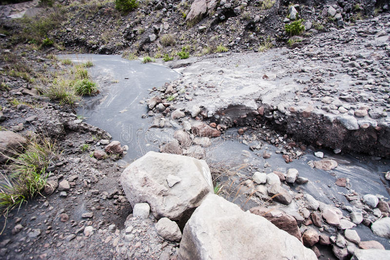 Жесткий поток лавы на стороне стоковые изображения rf