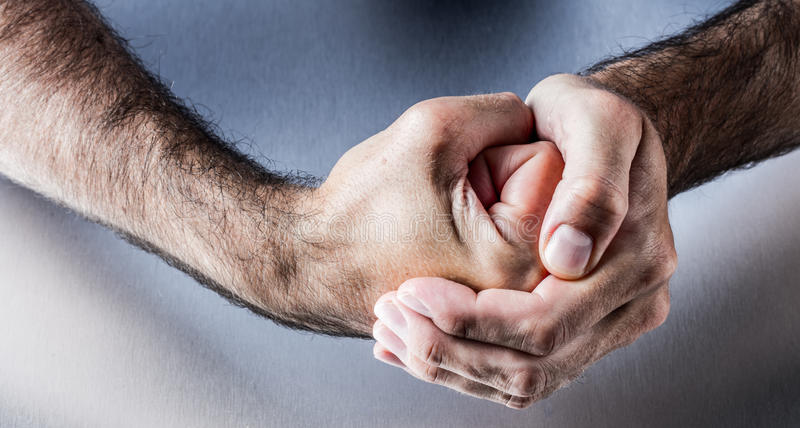 Жест рукой для символа смелости, силы, соединения или нетерпения стоковое изображение