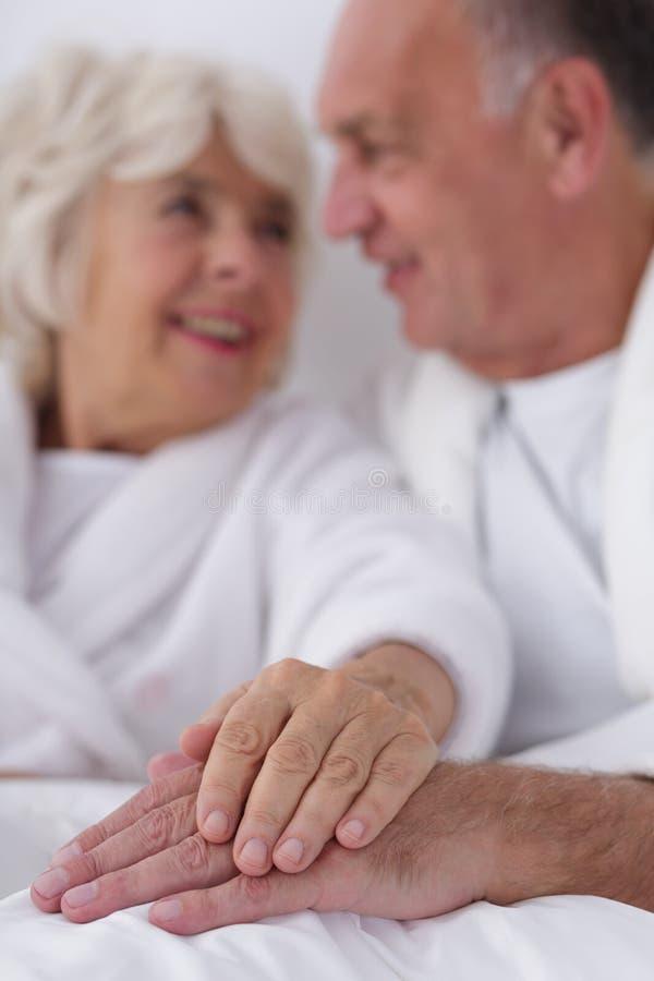 Желание и интимность в пожилых людях стоковые фотографии rf