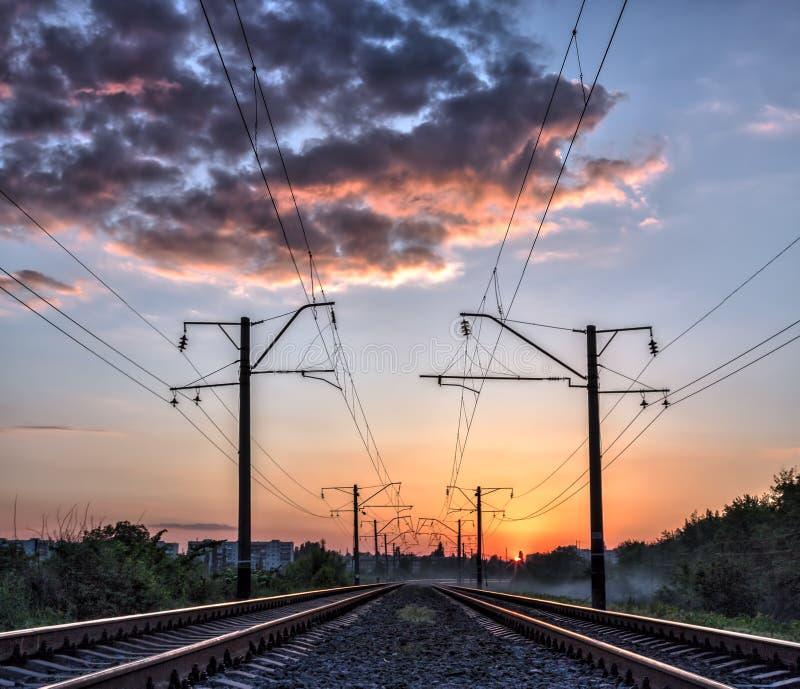 Download Железная дорога и солнечный свет мистика Стоковое Фото - изображение насчитывающей паровоз, помох: 40575160