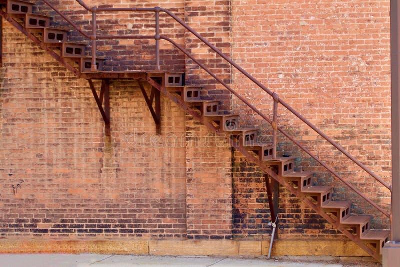 Железная пожарная лестница стоковая фотография rf