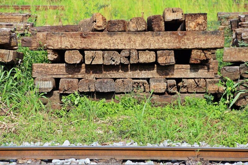 Железнодорожные деревянные связи следа стоковое изображение rf