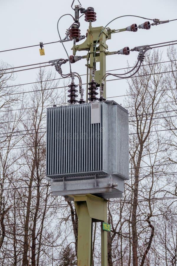 Железнодорожный бустерный трансформатор стоковая фотография