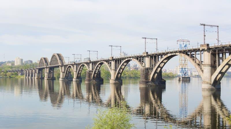 Железнодорожный мост над рекой стоковая фотография rf