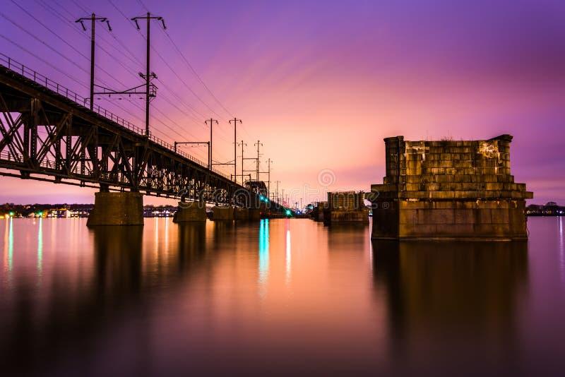 Железнодорожный мост над Рекой Susquehanna на ноче, в Гавре de стоковые фотографии rf
